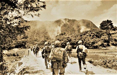 冲绳岛战役:12万日军仅存活7千人 战场到处是鲜血
