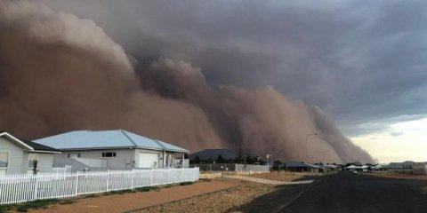 澳大利亚又出事了!沙尘暴袭击了新南威尔士州西部城镇