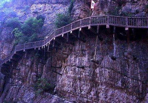 中国古代的栈道是如何修建的?